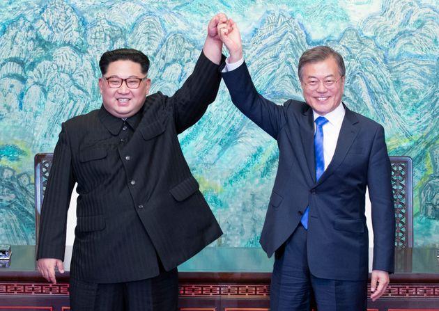 (자료사진) - 판문점에서 열렸던 문재인 대통령과 김정은 북한 국무위원장의 남북정상회담. 2018년