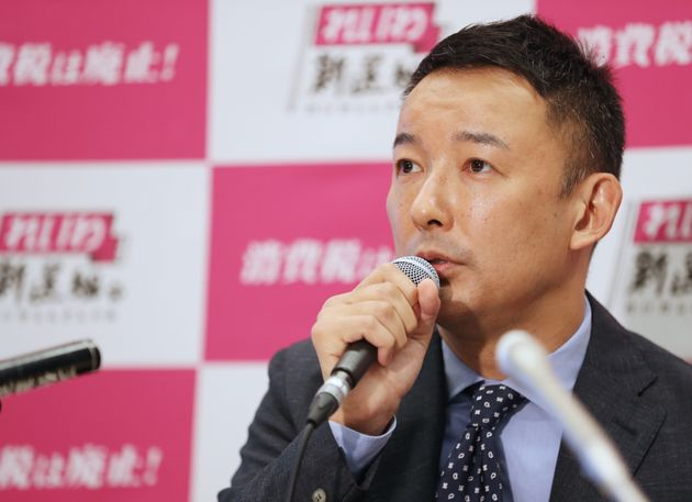 東京都知事選に出馬する意向を表明した、れいわ新選組の山本太郎代表=15日午後、東京都千代田区