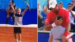 Novak Djokovic beffato dal raccattapalle di 11 anni