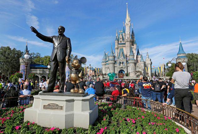 Certains fans de Disney font appel à la Walt Disney Company pour changer le thème de l'une...