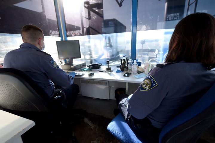 Ελεγχοι στα σύνορα Κροατίας - Σλοβενίας. (Photo by DENIS LOVROVIC / AFP) (Photo by DENIS LOVROVIC/AFP via Getty Images)