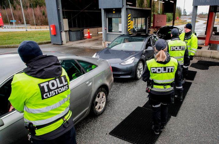 Ελεγχοι στα σύνορα Νορβηγίας-Σουηδίας. (Photo by Vidar Ruud / NTB Scanpix / AFP) / Norway OUT (Photo by VIDAR RUUD/NTB Scanpix/AFP via Getty Images)