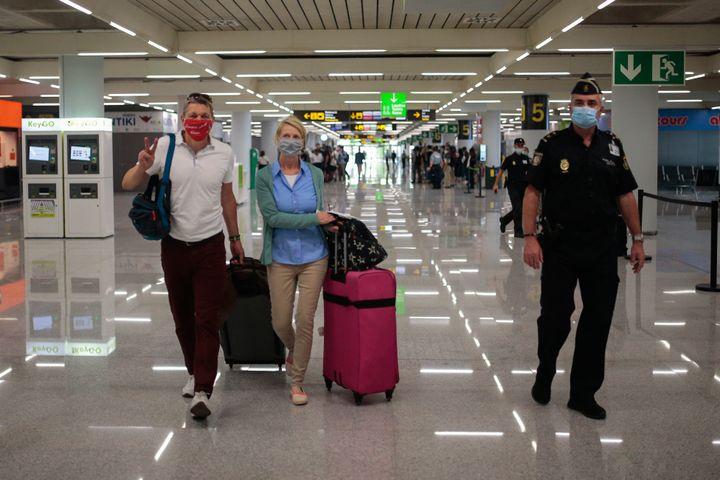 Στο αεροδρόμιο της Μαγιόρκα, στις 15 Ιουνίου. (AP Photo/Joan Mateu)