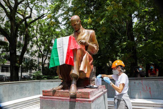 La statua resti dov'è, ma le idee (recenti) di Montanelli su donne e neri fanno