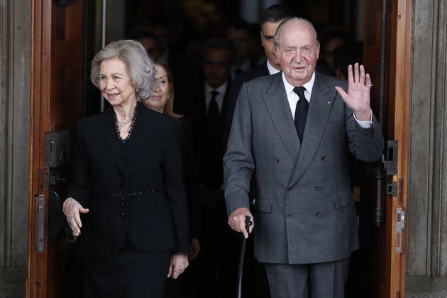 Juan Carlos I y Sofía de Grecia en el Congreso, el 11 de mayo de 2019, al salir de la capilla ardiente...