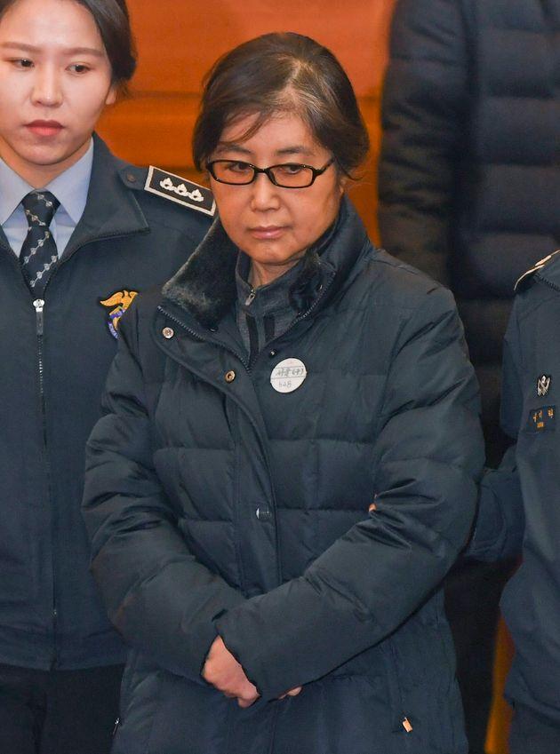 ソウルの憲法裁判所に出廷した崔順実被告(韓国・ソウル)