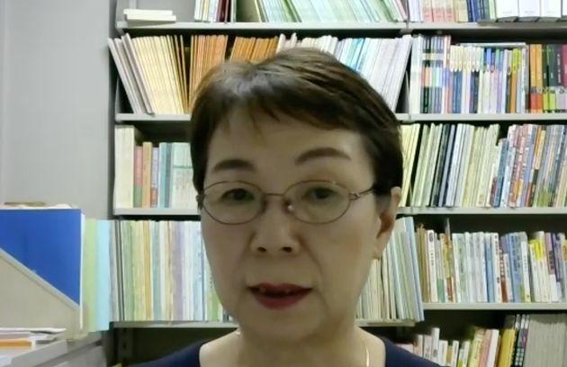 オンラインで取材に答える川村学園女子大学教育学部の内海崎貴子教授