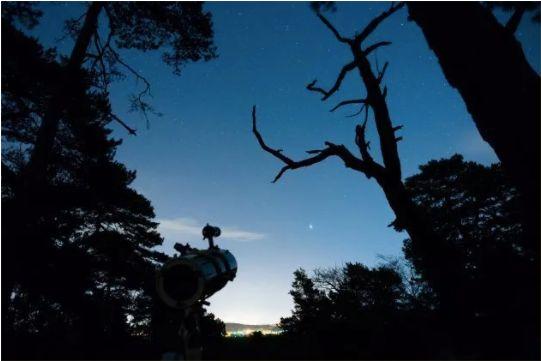 Emmener un télescope durant sa micro-aventure, un bon moyen pour s'évader.