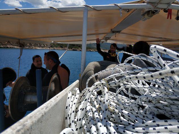 Bουτώντας στους πλαστικούς υφάλους και τις χωματερές των ελληνικών