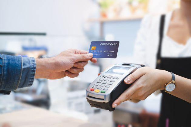 Ventajas e inconvenientes de usar solo tarjeta: qué pasa en otros países dónde no hay dinero en
