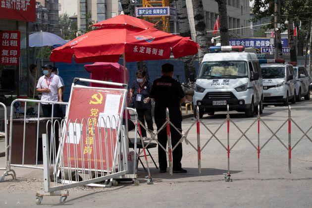 Pekín en alerta máxima: cierra barrios y colegios por el nuevo