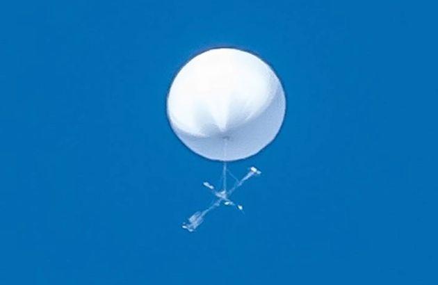 白い飛行物体
