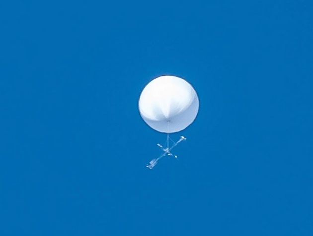正体不明の白い飛行物体(仙台市天文台の公式インスタグラムより)
