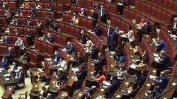 M5s attacca Meloni e Salvini: bagarre in aula alla