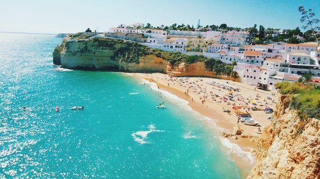 Ελλάδα και Πορτογαλία στη μάχη για τον τίτλο του πιο ασφαλούς τουριστικού