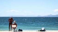 Παλαιό Φάληρο: Βουτιές στην παραλία του