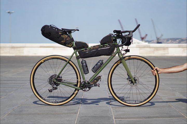 Un vélo correctement harnaché selon Julien, du collectif PCR gravier.