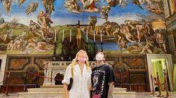 Ferragnez scattano foto nella Cappella Sistina. I social:
