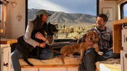 Η ζωή ενός ζευγαριού που ταξιδεύει με ένα τροχόσπιτο και δύο
