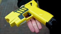 ¿Qué son las pistolas eléctricas y por qué las usa la Policía de