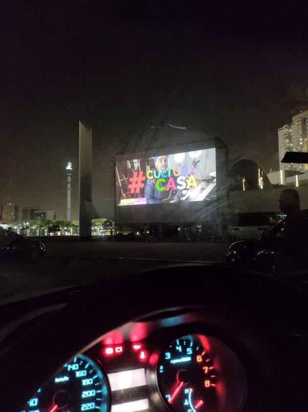 Encontrar a melhor posição para ver o filme pode ser um problema, principalmente para o...