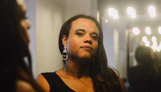 Dos bicos no subúrbio do Rio à consagração como 1ª roteirista trans de TV no