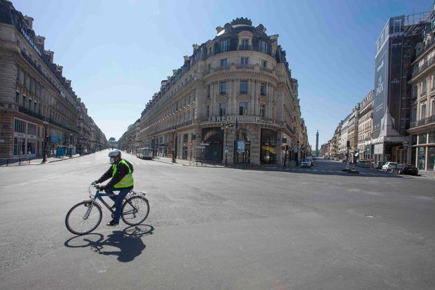 新型コロナウイルスの影響で外出禁止令が発布された時のパリの様子。(Photo by: HUMBERT/BSIP/Universal Images Group via Getty