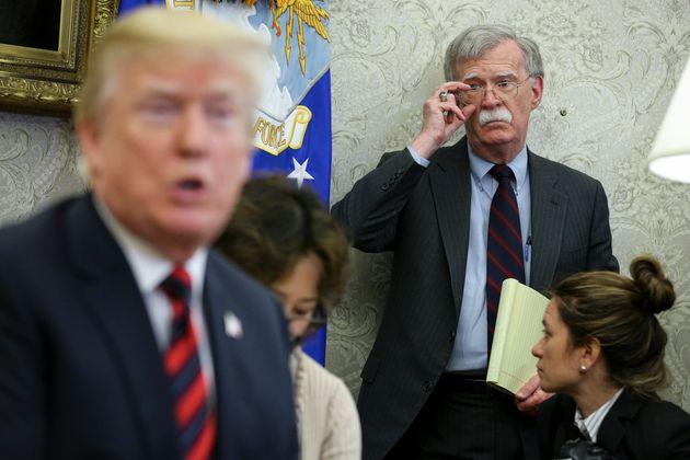 Trame e ignoranza. Libro di Bolton accusa Trump, che prova a fermarne