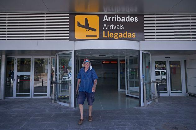 Un turista procedente de Düsseldorf llega al aeropuerto de