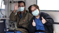 La coppia di turisti cinesi guarita dona allo Spallanzani 40mila dollari per la
