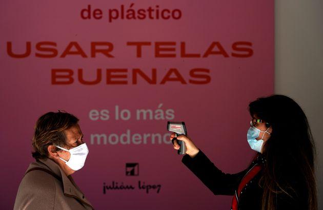 Un control temperatura en una tienda de Madrid el 18 de