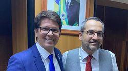 Bolsonaro encerra semana conturbada com nomeação de Mario Frias para a