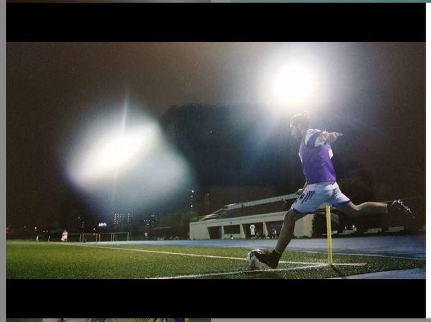 サッカーをするヤセルさん