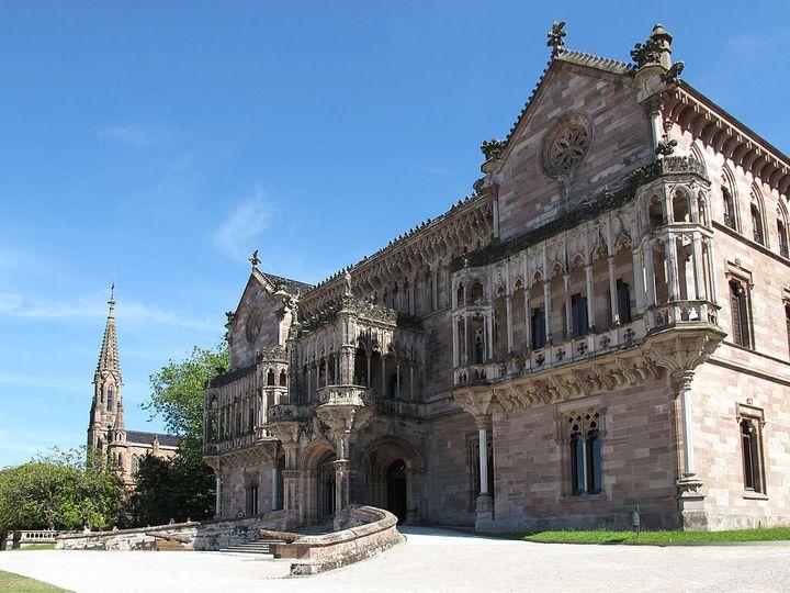 Fachada del Palacio de Sobrellano en Cantabria.