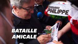 Quand Jean-Luc Mélenchon dédicace des tracts d'Edouard Philippe (avec le