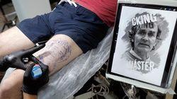 Un joven se tatúa la cara de Fernando Simón con la frase
