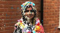 Malala, a garota que desafiou o Talibã para estudar, se forma em