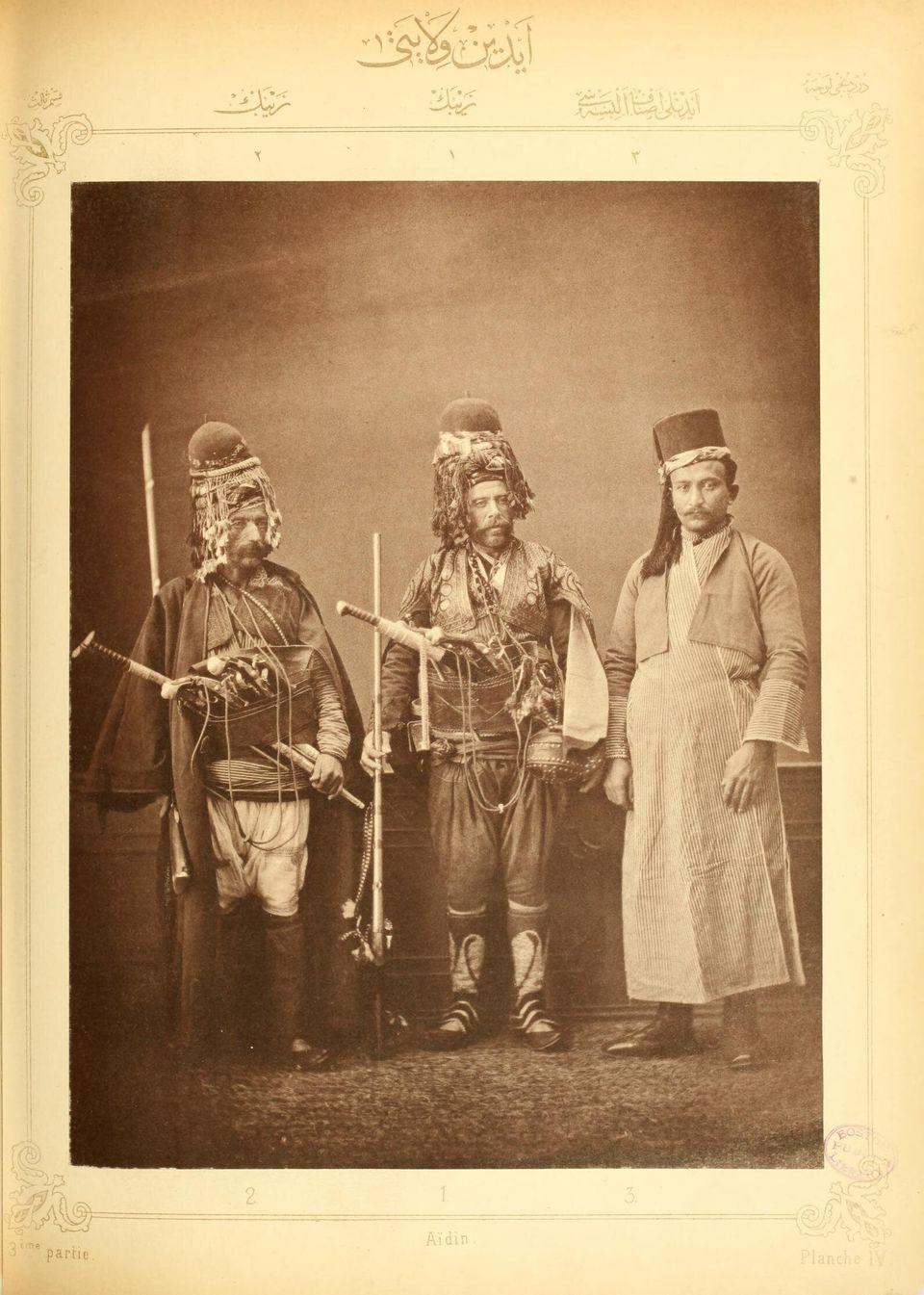 Δύο Ζεϊμπέκοι με την παραδοσιακή φορεσιά τους