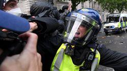 Βία κατά αστυνομικών, βανδαλισμοί και λεηλασίες