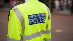Λονδίνο: Καταγγελίες εναντίον αστυνομικών μετά από βίντεο που δείχνει να φέρονται βίαια σε