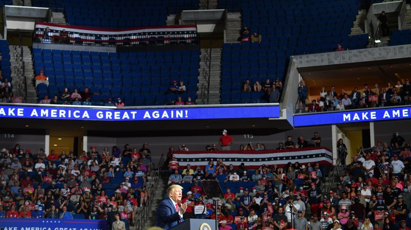985,000 NO-SHOWS: TRUMP RALLY TANKS
