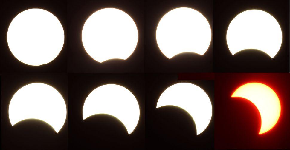 21일 오후 서울 여의도한강시민공원에서 바라본 태양이 달에 의해 가려져 있다.