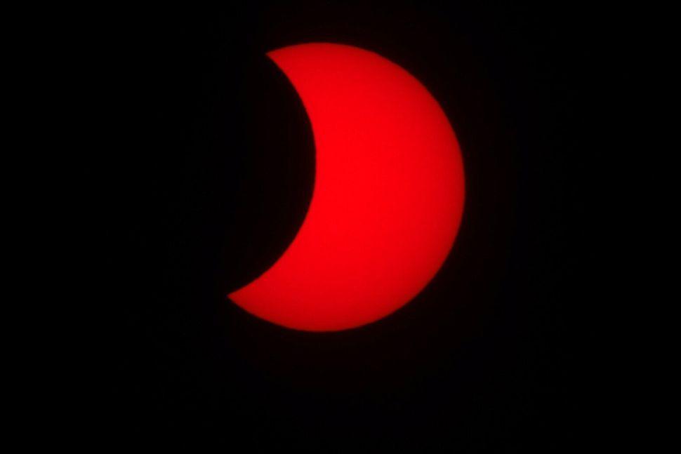 21일 오후 광주 북구 국립광주과학관에서 바라본 태양이 달에 의해 가려져 있다.