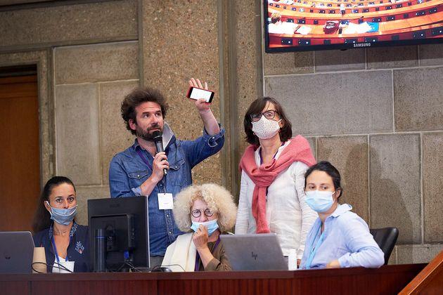 Les trois garants de la Convention pour le climat et deux animateurs, le 21 juin 2020, au
