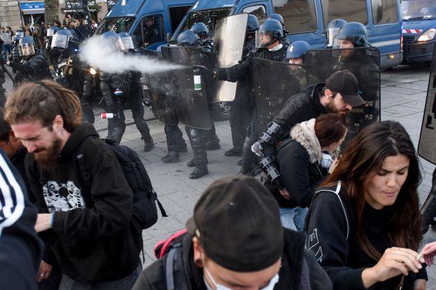 À Nantes, les forces de l'ordre ont utilisé des lacrymos pour disperser les manifestants qui rendaient...