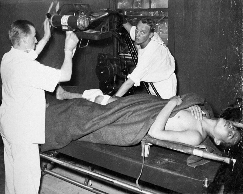 1950년 10월 북한군 포로 치료하는 스웨덴 의료진 모습. 2020년 6월 22일
