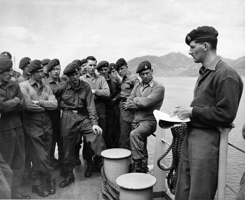 1951년 4월 10일 작전 지시받는 영국군 해병대 모습. 2020년 6월 22일