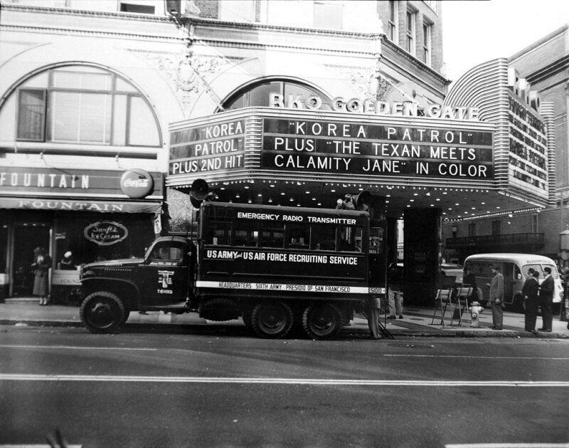 1951년 1월 22일 미국의 6·25전쟁 영화 상영과 입대 홍보 모습. 2020년 6월 22일