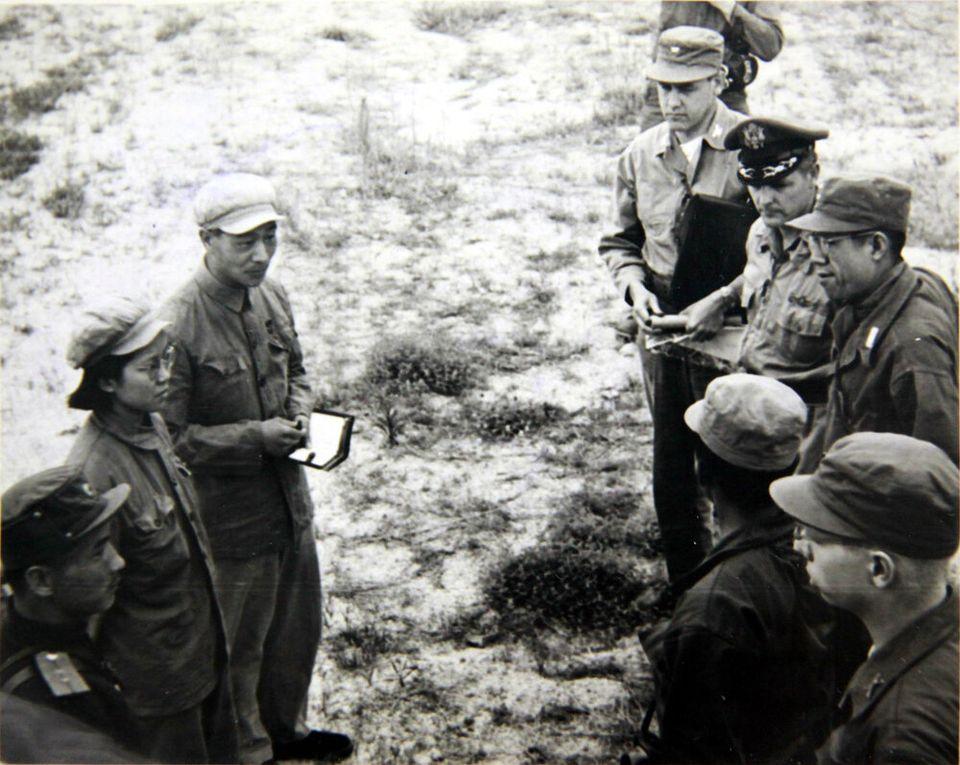 1951년 7월 8일 유엔군과 공산군이 개성에서 열린 휴전회담 예비회담에서 처음으로 얼굴을 마주하고 있는 모습. 2018년 6월 22일
