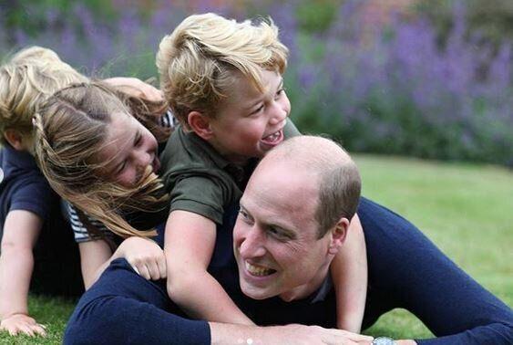 Ο πρίγκιπας Γουίλιαμ με τα παιδιά του στην Γιορτή του Πατέρα
